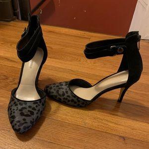 Never worn Banana Republic gray leopard heels